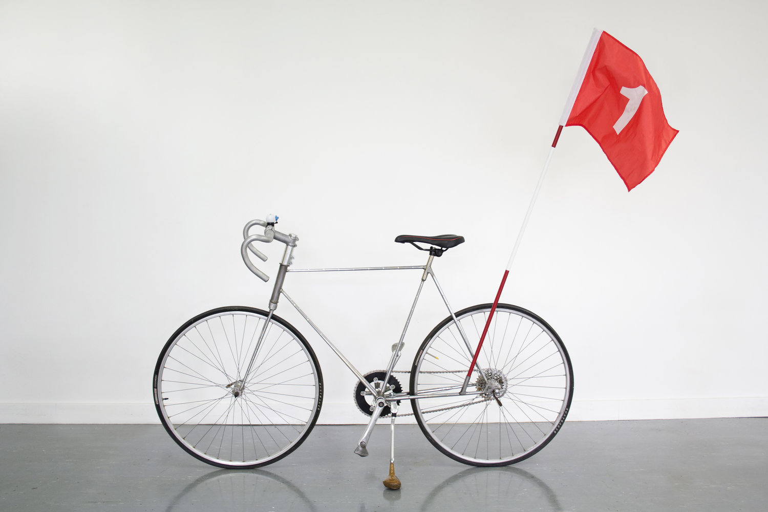 UK designer creates bicycle from discarded golf clubs