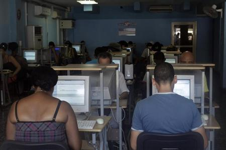 Cubans surf the web at home in Havana pilot project