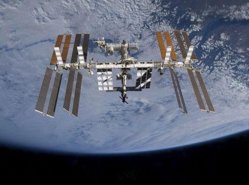 'Sensory skin' to detect damage outside spacecraft
